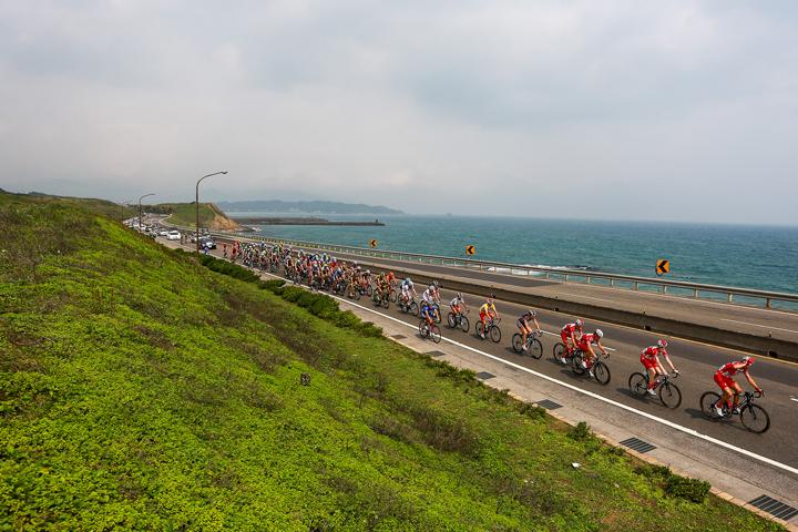 04-高強度的比賽在北海岸濱海路段面臨超強逆風