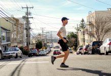 透過跑步的方式,超級馬拉松跑者Rickey Gates(瑞奇蓋茲)在加州跑了超過兩千公里(海拔超過四千五百公尺),完成一個難以置信的壯舉。