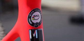 每台公路車和三鐵車都有「UCI認證」