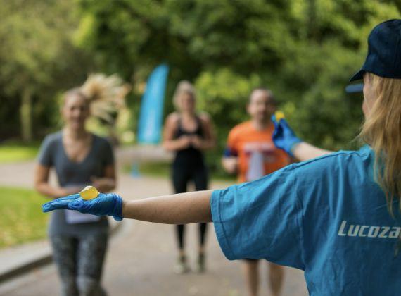 水豆莢最近在倫敦馬拉松的補給站亮相