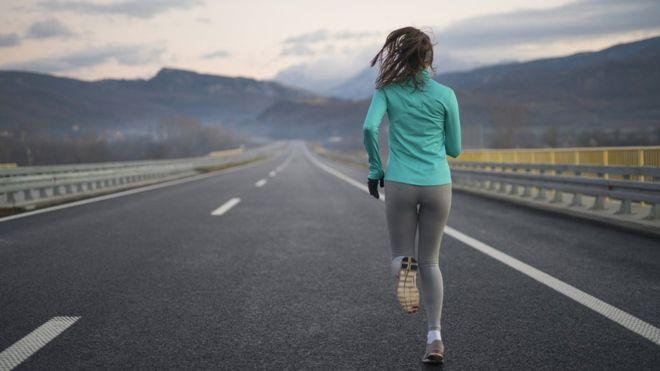 有一群科學家分析了環法自行車賽及超級馬拉松、南極徒步健行者,企圖以科學方式找到人體耐力極限與膳食攝取的平衡。