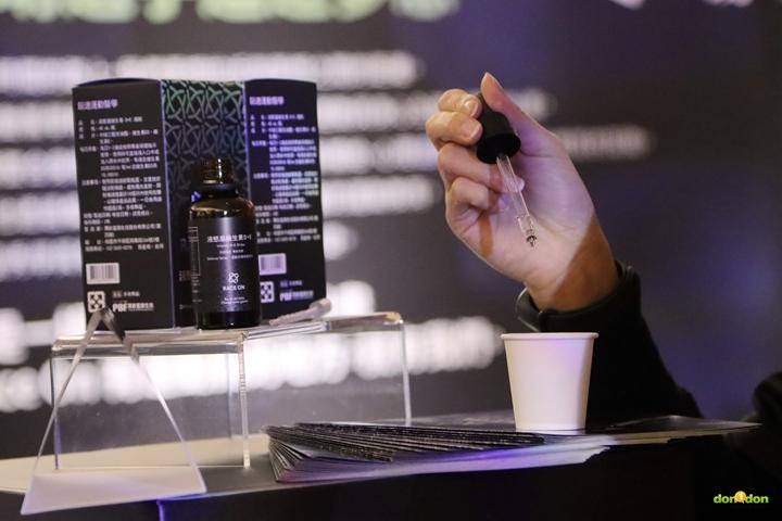 液態盾維生素D+E採液態油性滴劑,性質穩定也比固態錠型更容易被人體吸收