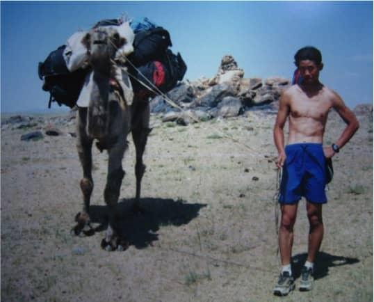陳仲仁後來才知道,原來當地的駱駝不能承載那麼重的行李,難怪常常鬧脾氣(笑)圖片來源:陳仲仁